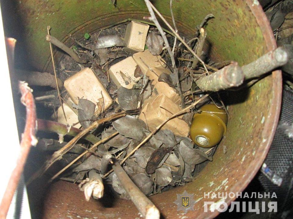 """На Киевщине """"опытный сапер"""" подорвался на гранате"""