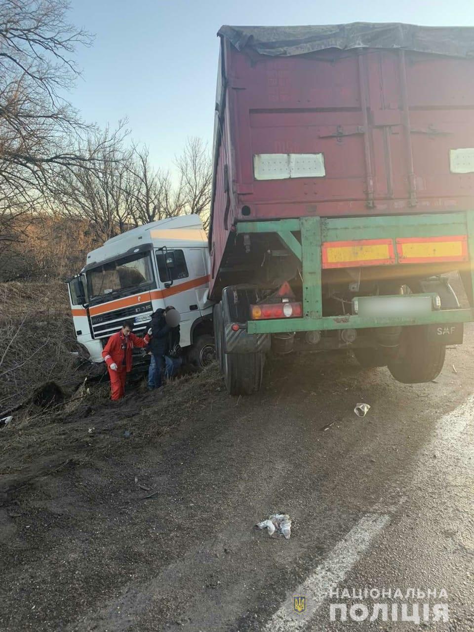Смертельная авария под Киевом: грузовик столкнулся с легковушкой