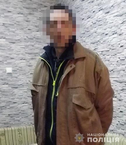 На Оболони электрик ограбил пожилую женщину