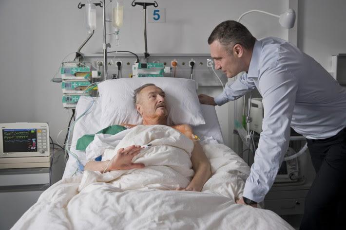 Столичные хирурги провели уникальную операцию по имплантации механического сердца