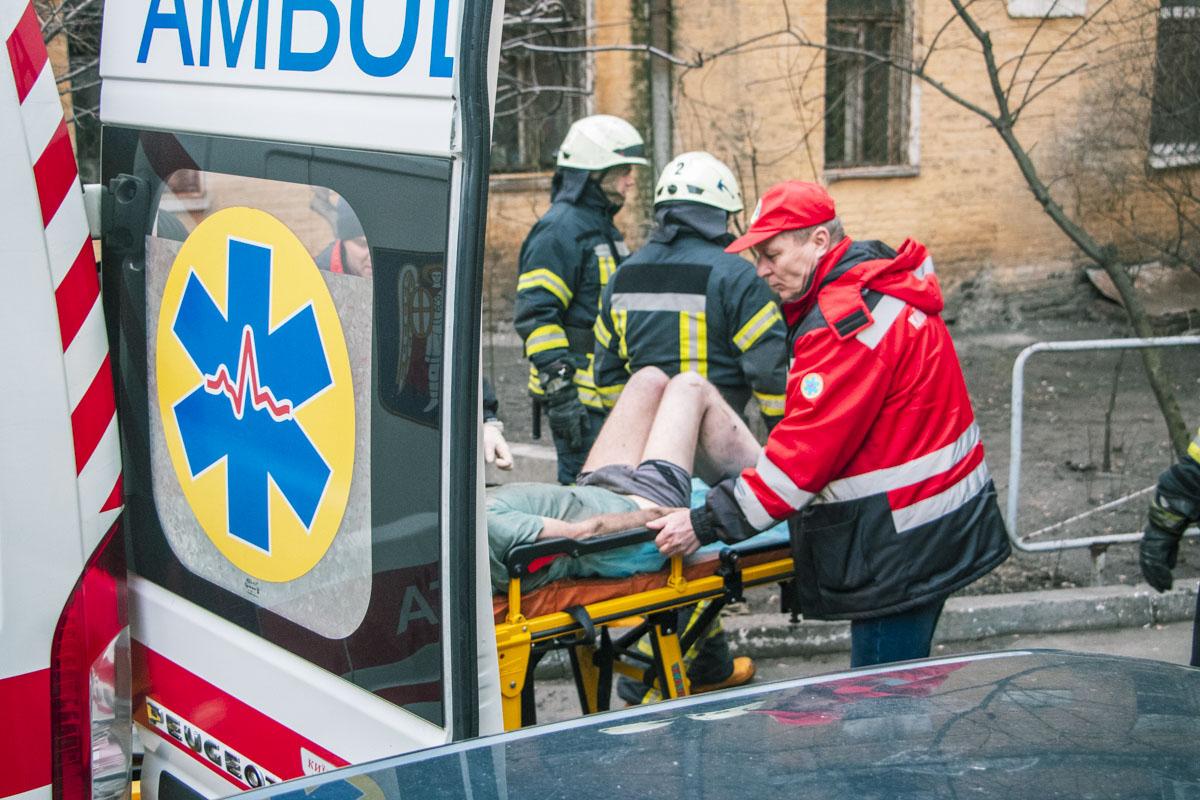 В Киеве дворник обнаружил труп с почерневшим лицом