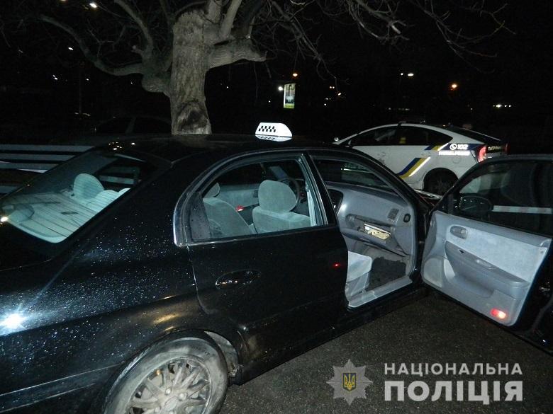 На ул. Борщаговской иностранцы жестоко избили таксиста