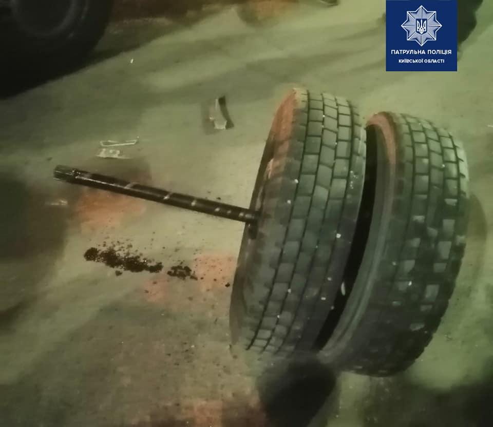 На Киевщине пассажиры маршрутки испытали шок, из-за оторванных колес