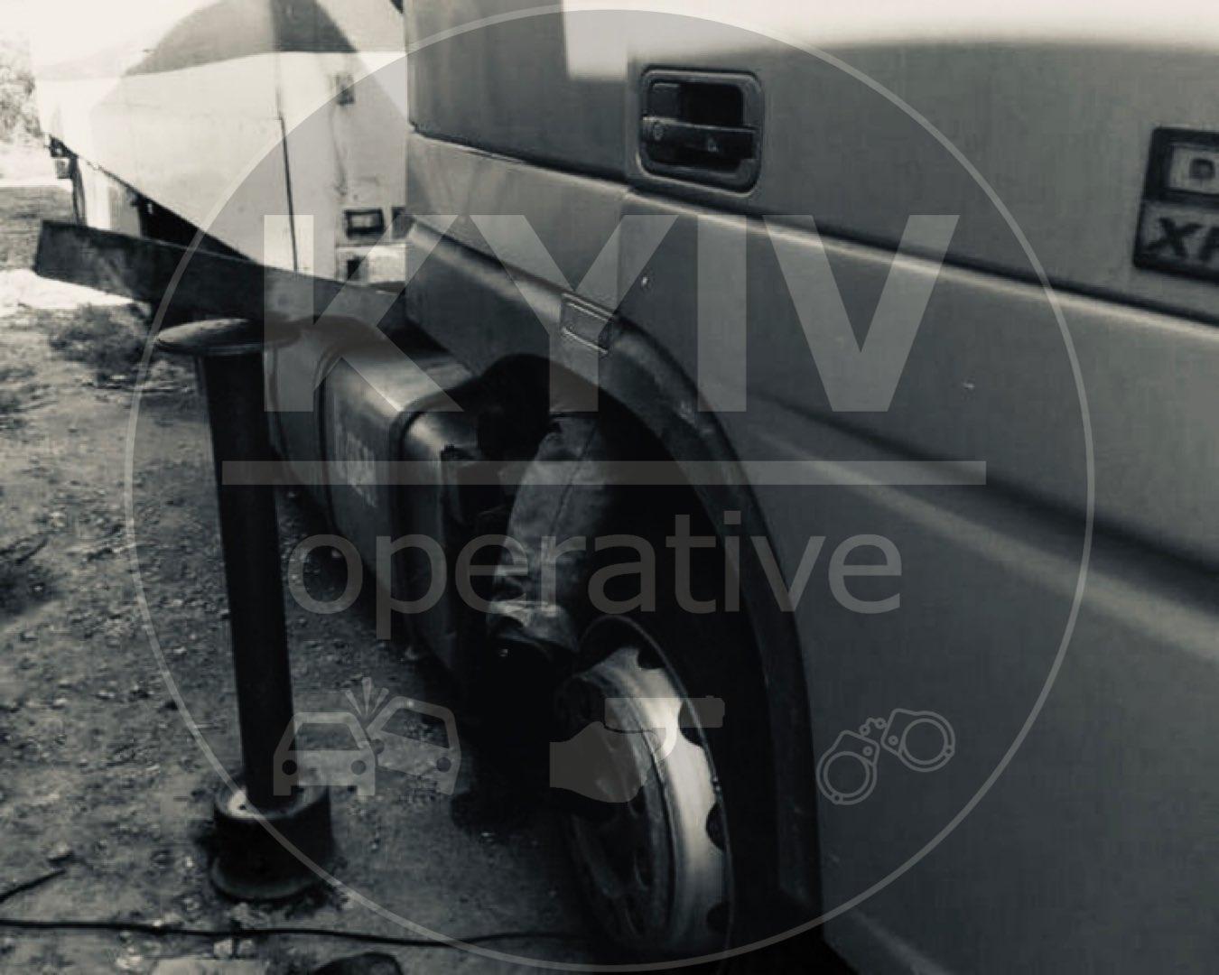 В Киеве мужчину раздавило кабиной грузовика
