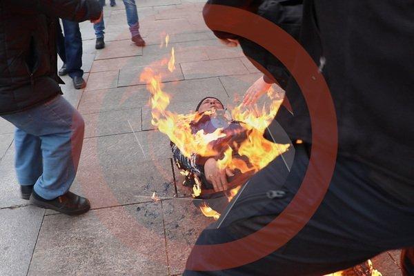 Возле Офиса президента в Киеве мужчина устроил акт самосожжения