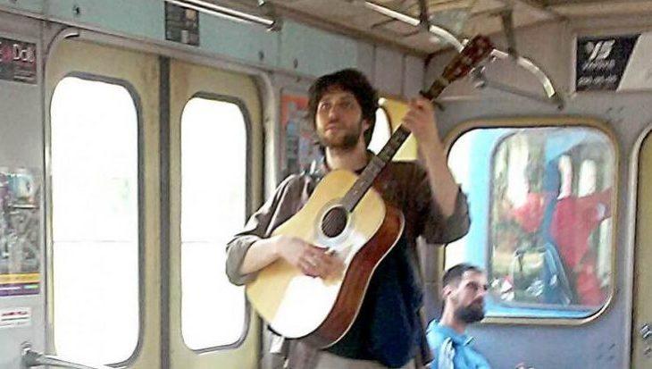 В киевском метро разрешили бесплатно возить гитары и баяны