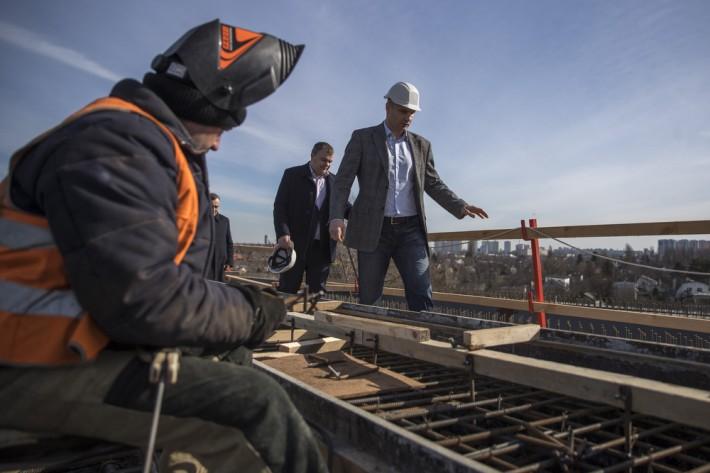 Кличко назвал сроки асфальтирования Подольско-Воскресенского моста в Киеве