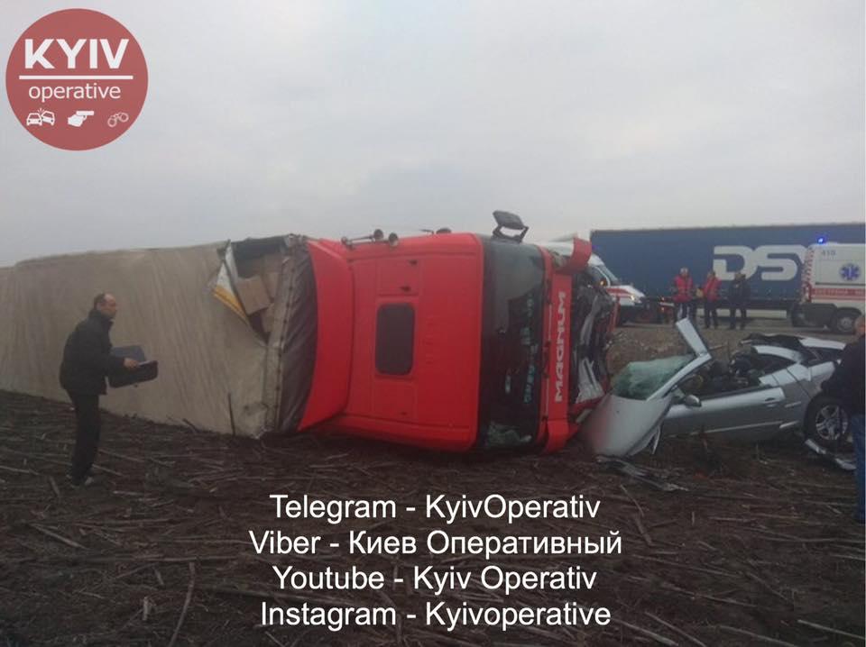 Ужасное ДТП под Киевом попало на видео