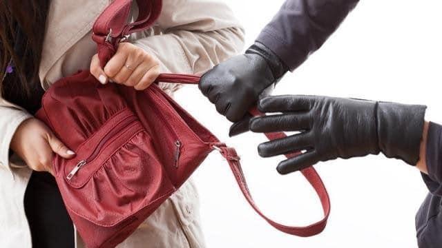 В Киеве смелая женщина пыталась на такси догнать своего грабителя