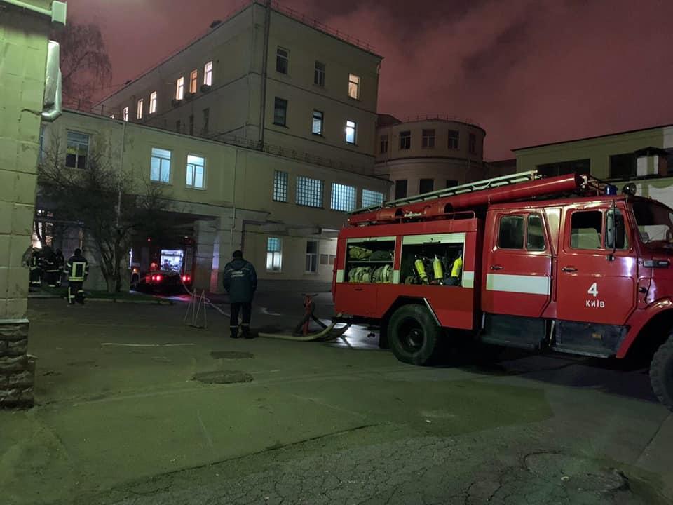 В Киевской больнице произошел пожар. Пациентов пришлось эвакуировать
