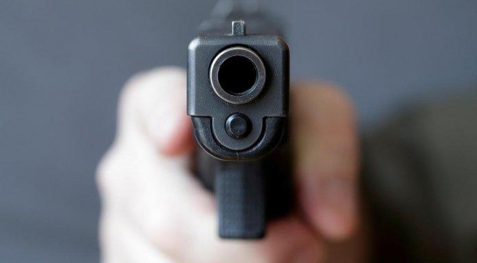 Пьяный полицейский устроил стрельбу в жилом дворе Киева
