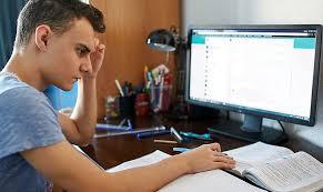 В КГГА просят родителей киевских школьников пройти опрос на эффективность онлайн-обучения