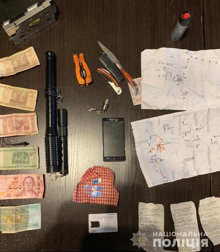 На Киевщине полицейский грабил банковские терминалы