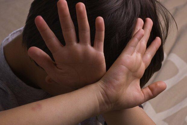 В Киеве наркоман избил малолетнего ребенка