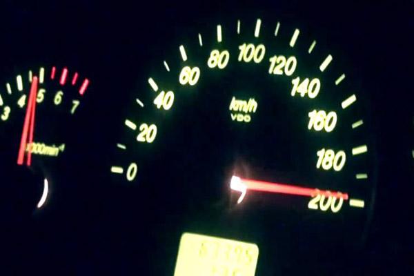 Полиция задержала киевлянку, которая гоняла по городу со скоростью 200 км/ч