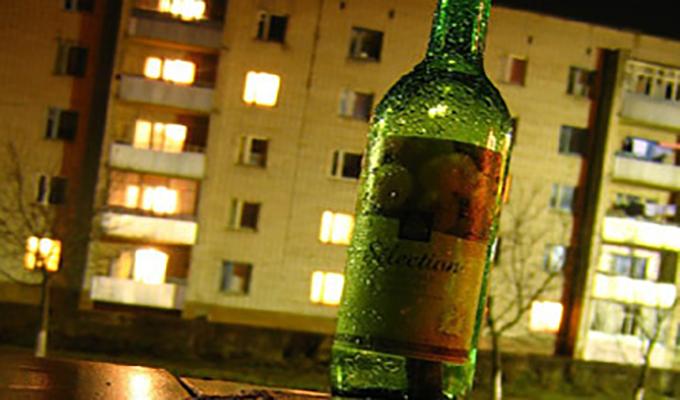 В МАФах по ночам продают алкоголь, несмотря на карантин