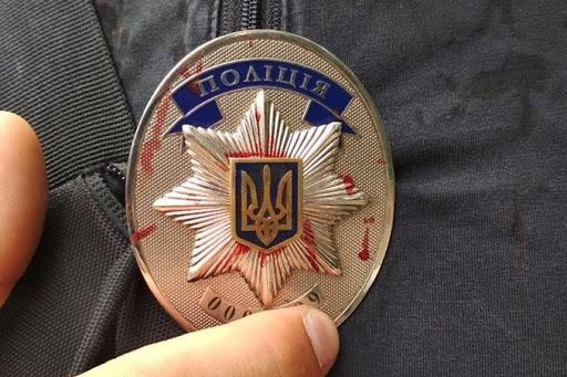 Под Киевом двое мужчин избили полицейского