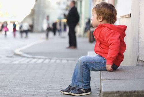 В Киеве двухлетний мальчик нарушил правила карантина и потерялся на улице