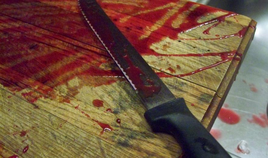 На Киевщине ревнивый мужчина изрезал любовника своей бывшей