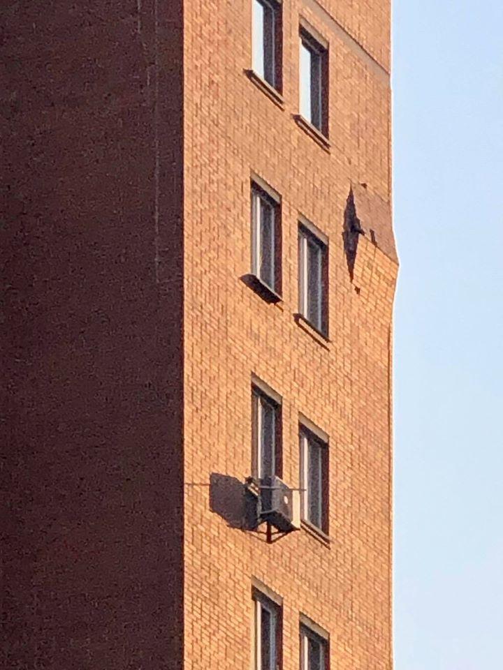 На Дарнице в жилом доме обрушилась часть фасада