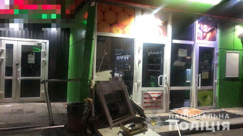 """В Киеве трое неизвестных взорвали банкомат """"ПриватБанка"""""""