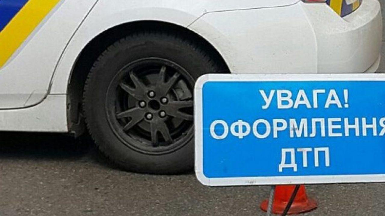 Смертельное ДТП: вблизи Киева грузовики смяли легковой автомобиль