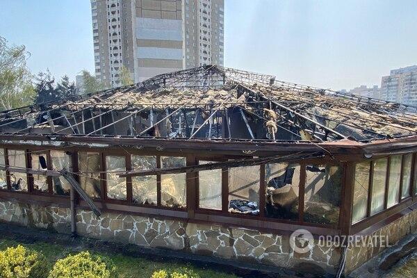 На Позняках до тла сгорел ресторан