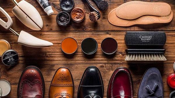 Как правильно ухаживать за туфлями: почему нельзя часто пользоваться гуталином?