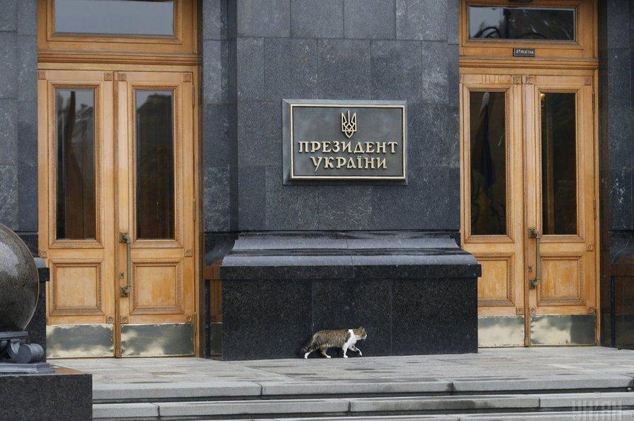 """Под Офисом президента в Киеве собираются открыть """"летний ресторан"""""""