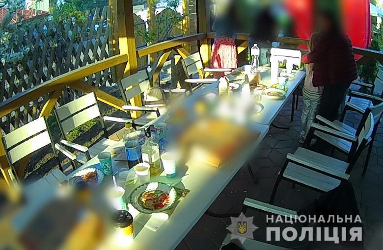 В Киеве полиция оштрафовала два ресторана, которые кормили гостей во время карантина