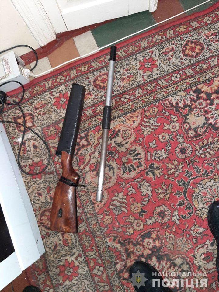 В Киевской области мужчина перепугал родственников выстрелами из ружья
