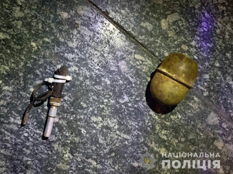 В супермаркете Киева покупатель без маски намеревался взорвать гранату