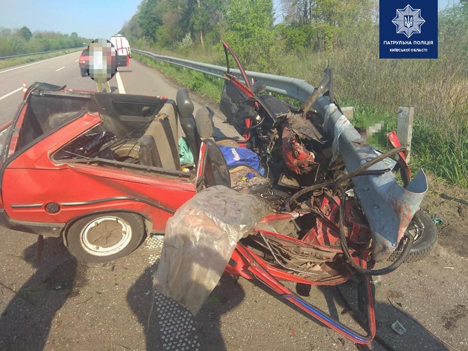 На Киевщине 18-летний парень уснул за рулем и чудом выжил в ДТП