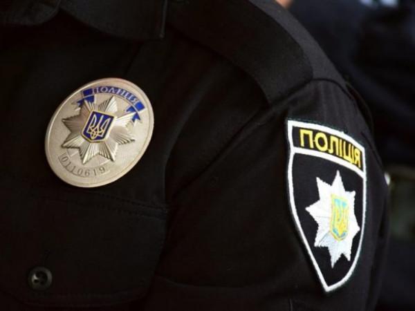 Киевлянин жестоко избил полицейского, который принес повестку