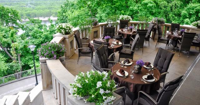 Рестораторам подсказали, как открыть летнюю террасу в Киеве