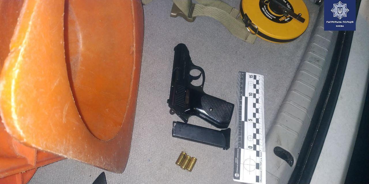 В Киеве пассажир с оружием устроил переполох в маршрутке