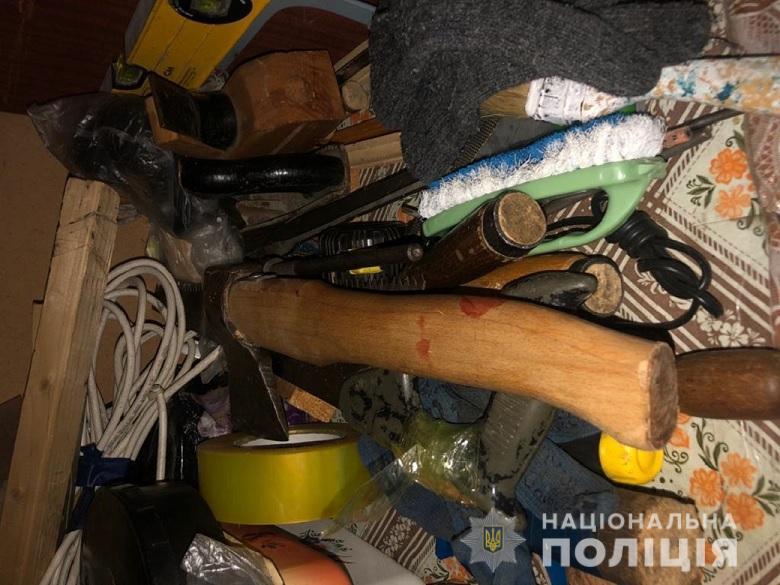 В Киеве мужчина с топором напал на свою супругу