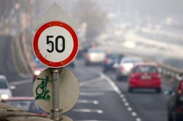Киевским водителям напомнили, где в городе лучше не ездить быстро