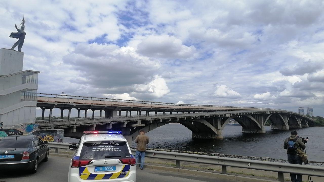 Житель Киевщины угрожал вместе с собой взорвать мост Метро. Все подробности
