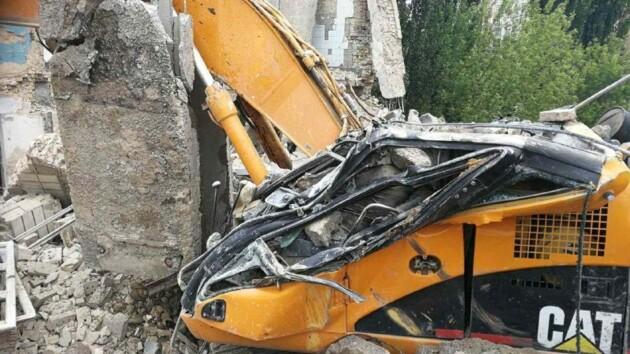 На Печерске бетонная плита убила рабочего на экскаваторе