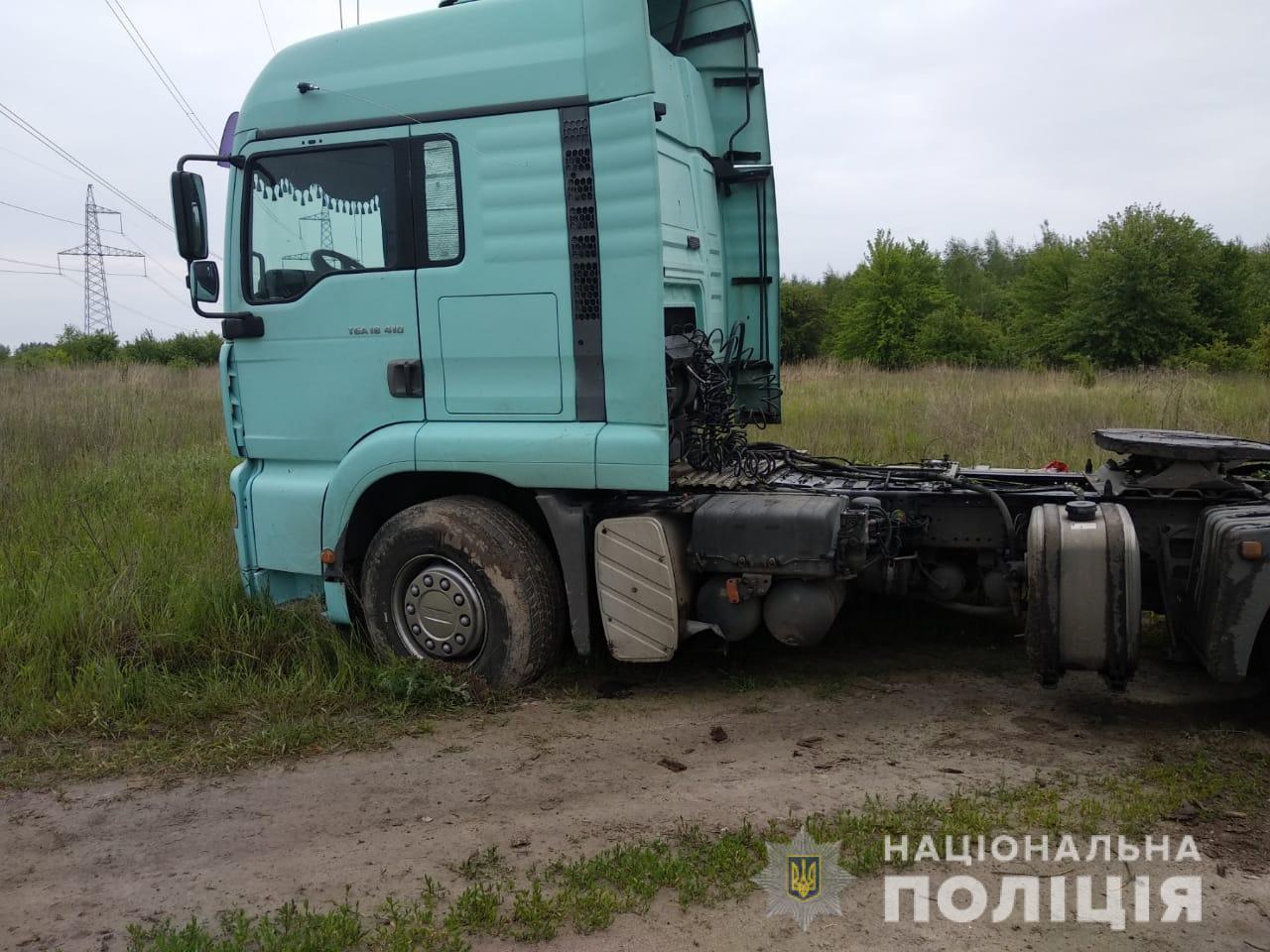 На Киевщине подросток с малолеткой угнали грузовик