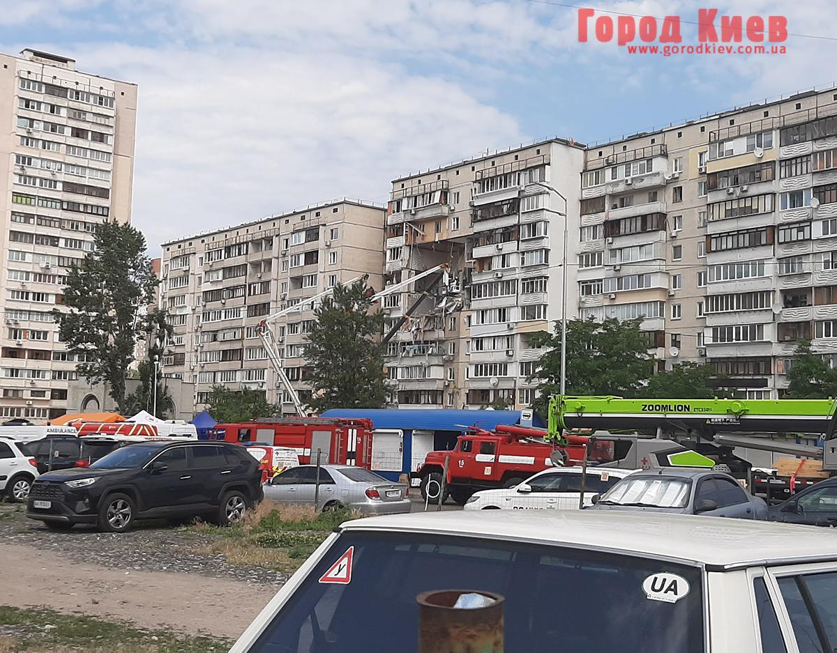 Под завалами взорванного дома в Киеве могут находиться люди