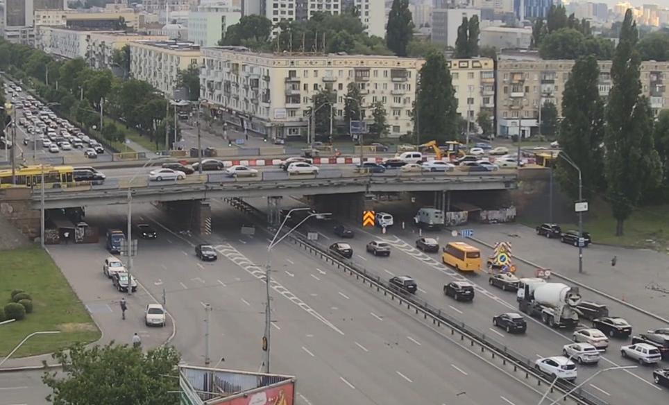 На Воздухофлотском мосту в Киеве начался ремонт. Водителей предупреждают о заторах