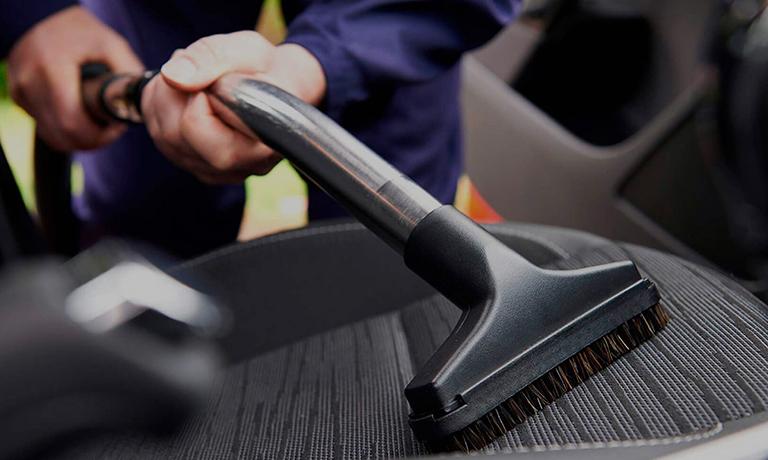 Выбор средств для сухой чистки салона автомобиля
