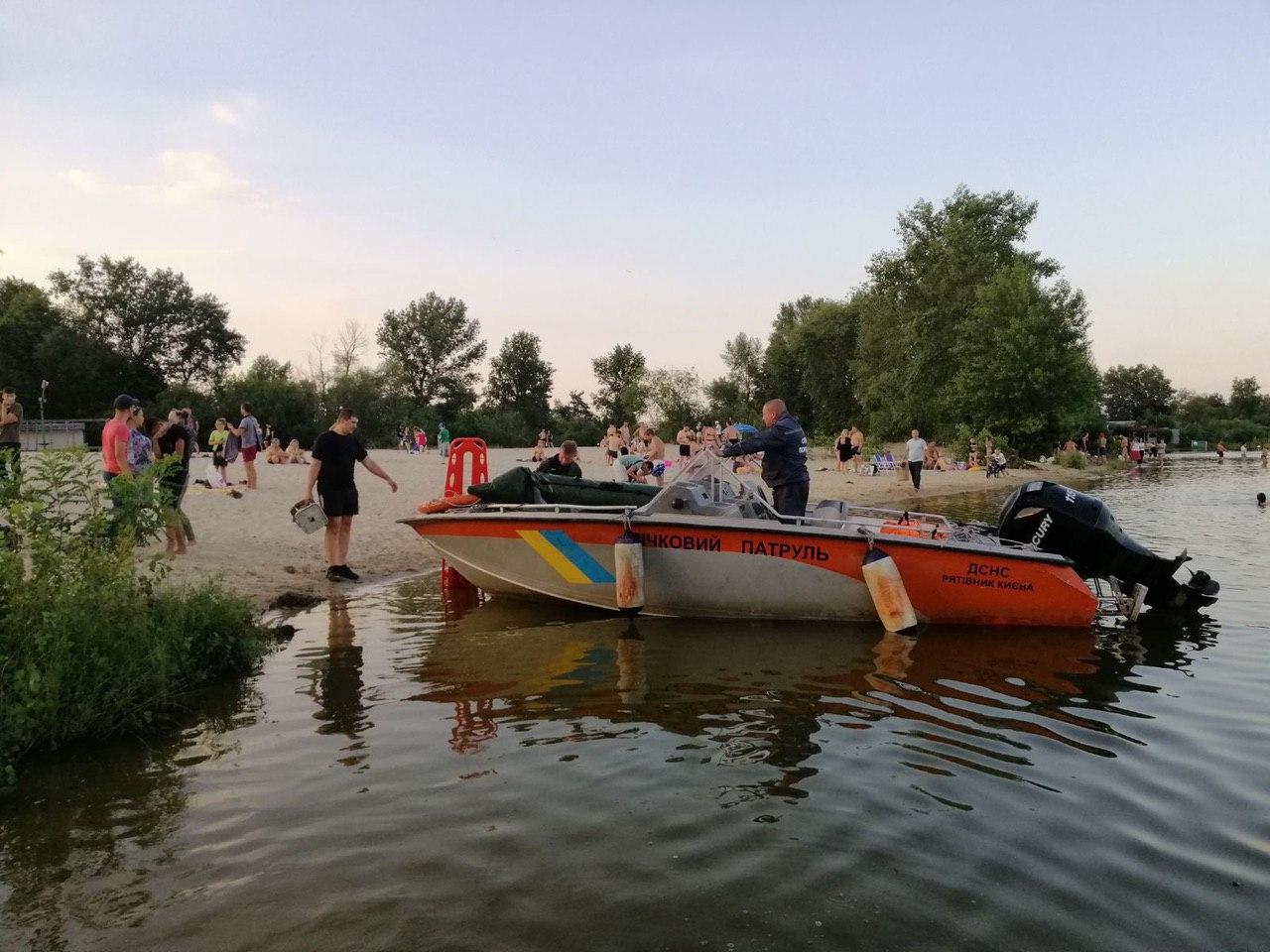 На пляже в Киеве погиб 19-летний парень