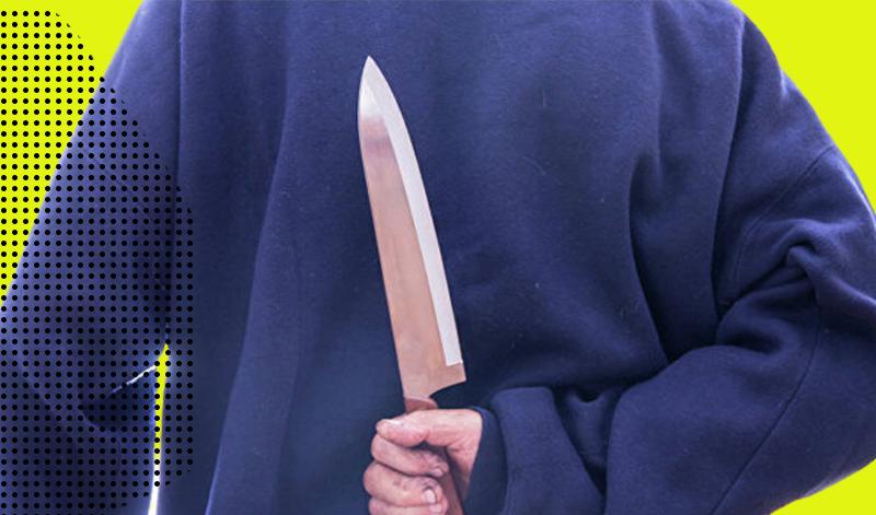 На столичном проспекте мужчина с ножом порезал двух подростков