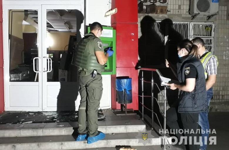 """На Подоле трое неизвестных подорвали банкомат """"ПриватБанка"""""""