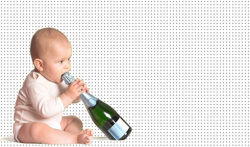 В столичном общежитии двухлетний ребенок отравился алкоголем