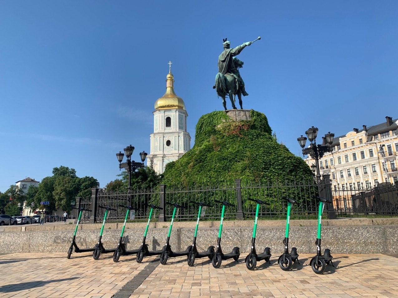В Киеве заработал сервис проката электросамокатов