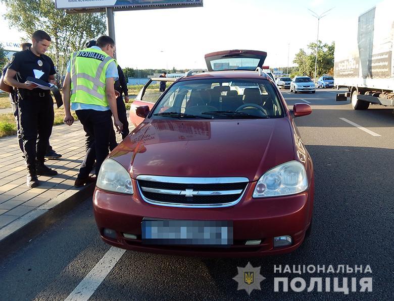 В Киеве иностранцы избили и ограбили водителя такси